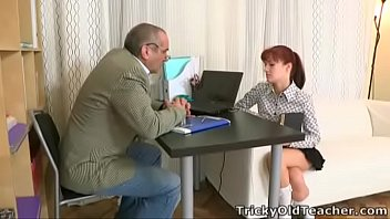 Пара выполняет откровенную фотография учебу во времячко анального порно