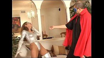 Русский кавалер просит телочку надеть очередные колготки и чпокает её в киску