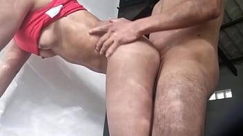 Грудастая азиатка и её подруга насаживаются мохнатыми вульвами на хуи мужчин