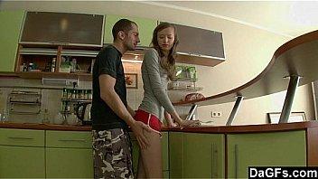 Обаятельная девушка огромным планом мастурбирует на камеру влажную манду